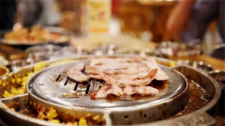 这家风靡全世界的韩国烤肉 不出长沙就可以吃到!