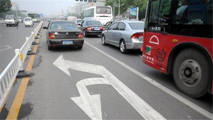 新手上路不要慌,老司机教你不同路段的掉头技巧!
