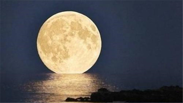 """涨知识   为什么一直说""""十五的月亮十六圆""""?"""