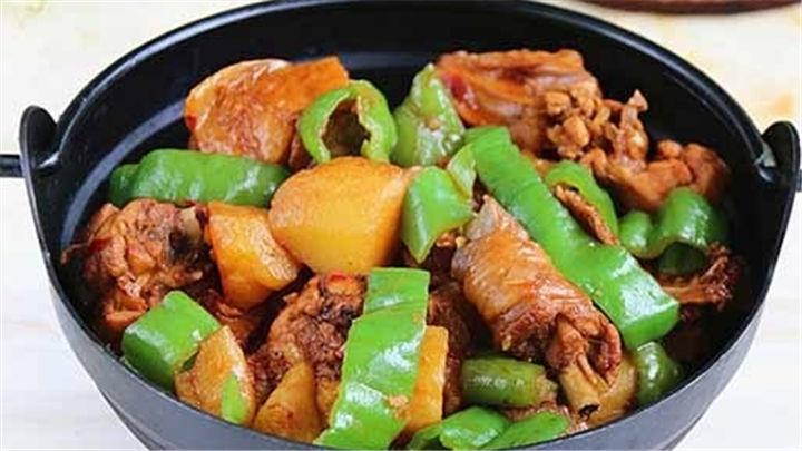 香辣土豆炖鸡|荤素搭配,口味吃鸡~