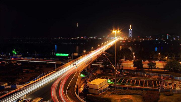 直播回看:橘子洲大桥今晚零点全封闭施工,长沙交警深夜疏导保畅