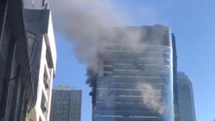 突发!长沙芙蓉广场一高楼今早突发大火,消防神速到场控制