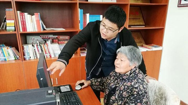 """老年人也有""""网瘾"""" 数据 我国老年网民规模已超半亿"""
