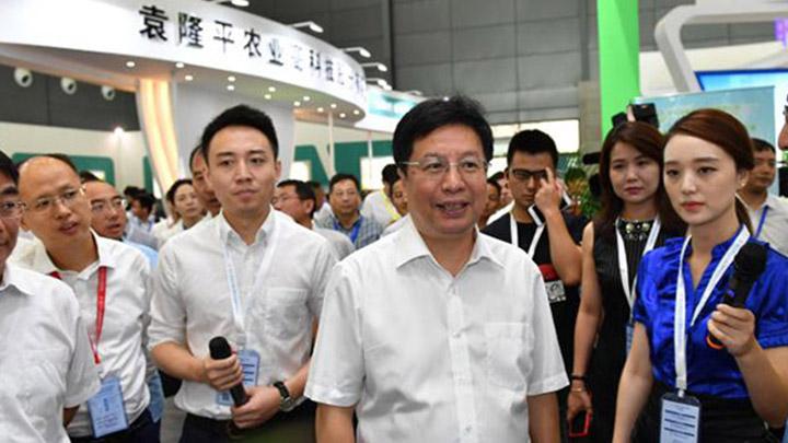 第一届长沙种业硅谷峰会暨种业创新成果博览会开幕 胡衡华出席并巡馆