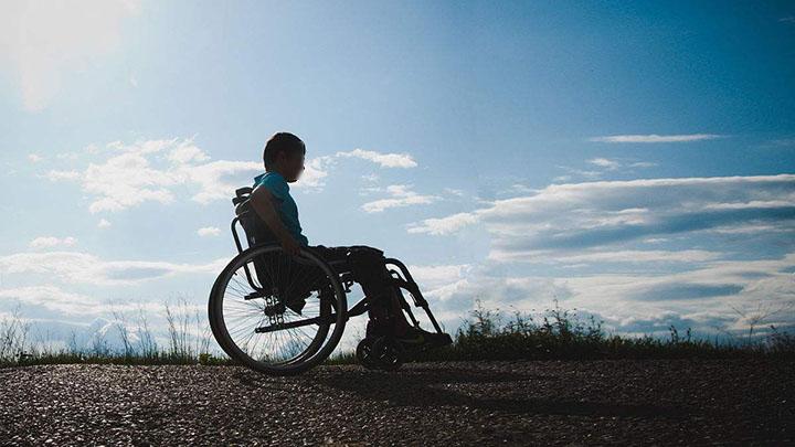 他,全身瘫痪,仅3根手指能动,高考超一本线40多分