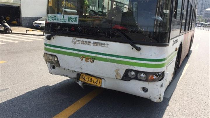 长沙交警通报:公交车事故致4人受伤5车受损
