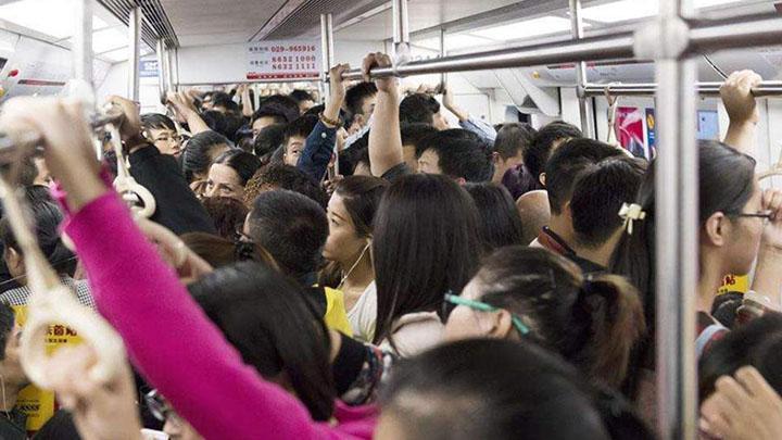 """女子地铁与人争执后尿毒症去世 家属起诉""""未让座""""乘客"""