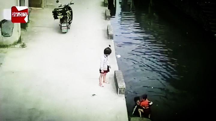 路遇小女孩不慎落水,外卖小哥毫不犹豫跳水施救