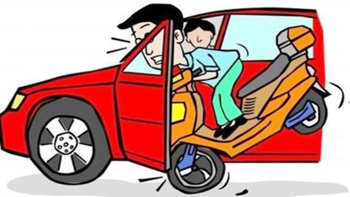 下车时一个动作 电动车被撞翻驾驶员身亡 女乘客被起诉