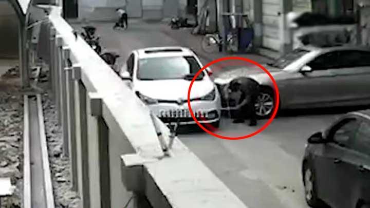 高速上发现车轮少了四颗螺丝 竟是宝马司机报复其堵路怒卸