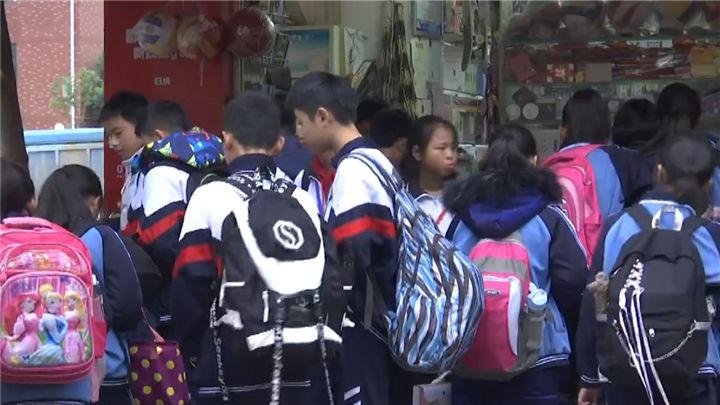 """学校周边超市竟暗藏""""儿童游戏机""""!不少学生沉迷其中不能自拔"""