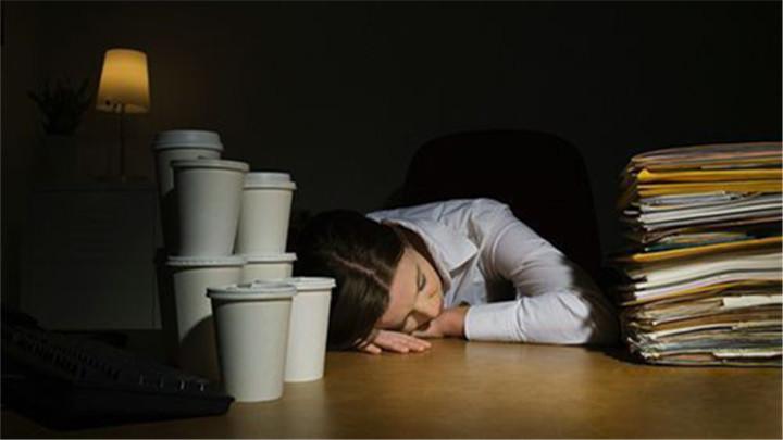 常年熬夜、久坐玩手机、经常吃外卖……你要小心了!