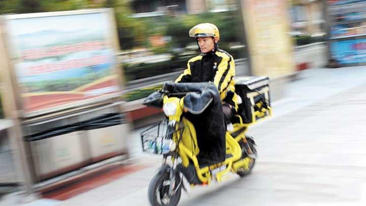 @长沙外卖小哥:骑电动车屡次违章可能被开除