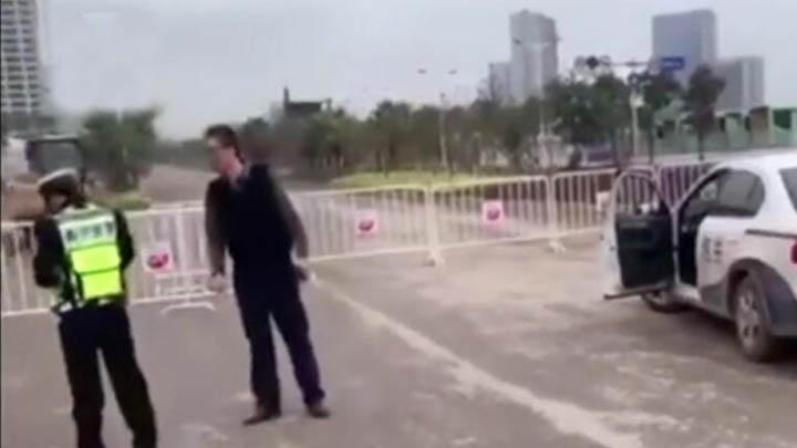 海关工作人员强闯管制道路被阻后怒怼交警:你算什么东西?你们局长都是我部下!