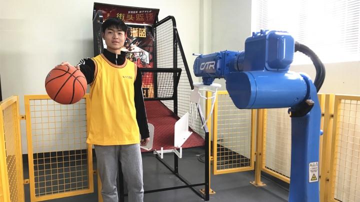 """长沙广电智能制造互动直播秀《出奇""""智""""胜》①:湖南首款工业机器人"""