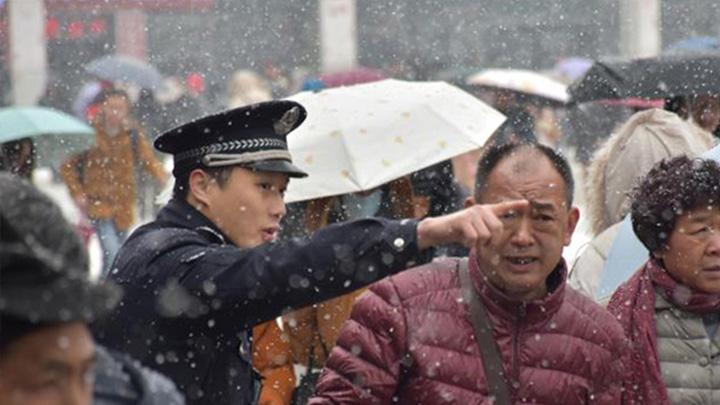 """长铁公安最美""""警色""""护三湘旅客平安出行"""