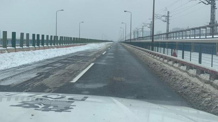 【路况信息】目前,绕城高速39公里-99公里沿线收费站封闭,车辆只出不进。请需上高速车辆改道通行。交警温馨提示雪天路滑容易结冰,请驾驶员谨慎驾驶和尽量减少不必要的出行!