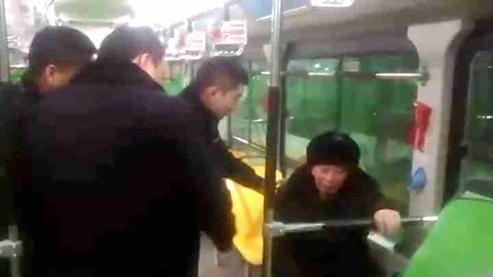 1天2起!老人乘公交迷路到站未下车 热心司机帮助回家