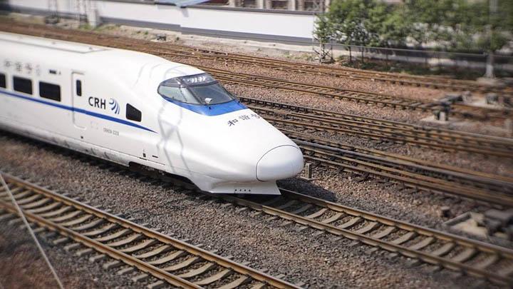 长沙火车南站春运增开12趟夜间临时高铁