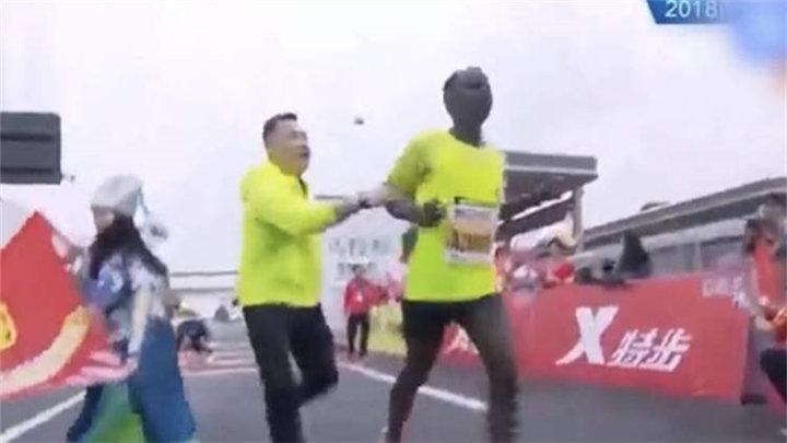 奔跑中国被田协取消赛事认证,涉递国旗、强拉选手等