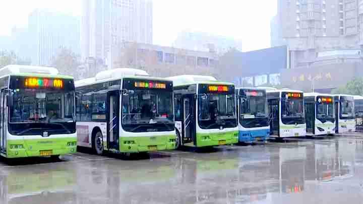 大城小爱(四)爱在途中:繁华都市中的繁忙公交人