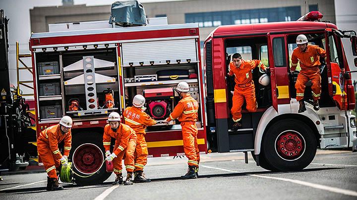 应急管理部:首次正式面向社会公开招录消防员 1月25日24时起报名
