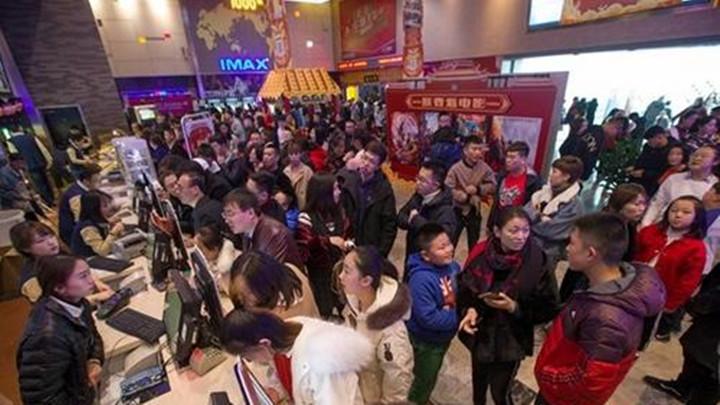"""春节档多片品质""""硬核"""" 单日票房再刷全球纪录"""