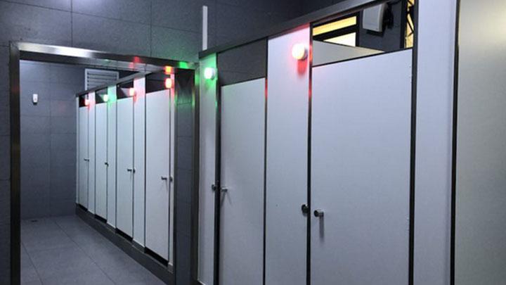 """春运""""黑科技""""!长沙火车站新增厕位智能引导系统"""