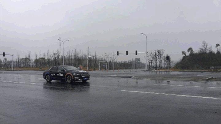 新年首测!智能驾驶汽车湘江新区燃情开跑