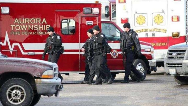 美国芝加哥市郊发生枪击案 已致6人死亡5名警察受伤
