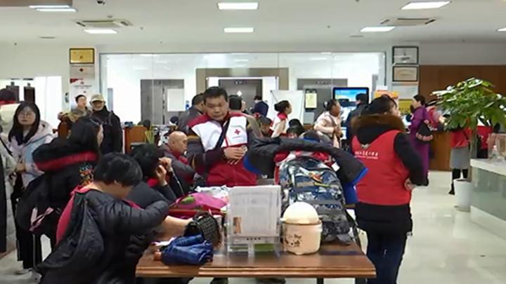 践行雷锋精神:300多名志愿者无偿献血