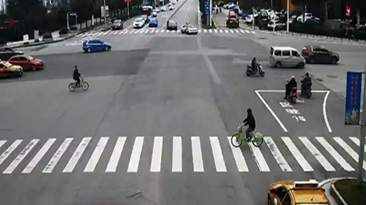 暖心!女子产后大出血,湘潭交警警车开道10分钟抵达医院