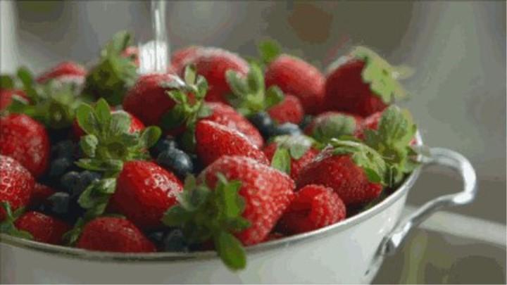 """草莓进食过多孩子又吐又泻,""""水果病""""怎么避免?"""