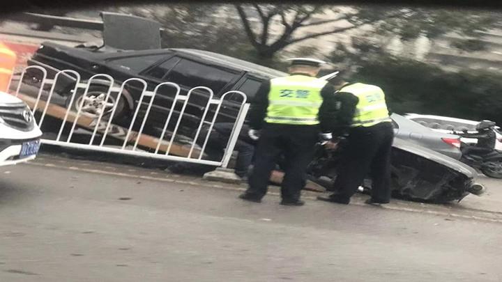 雅塘村交通事故堵车,赶快绕行!事故频发原因何在?