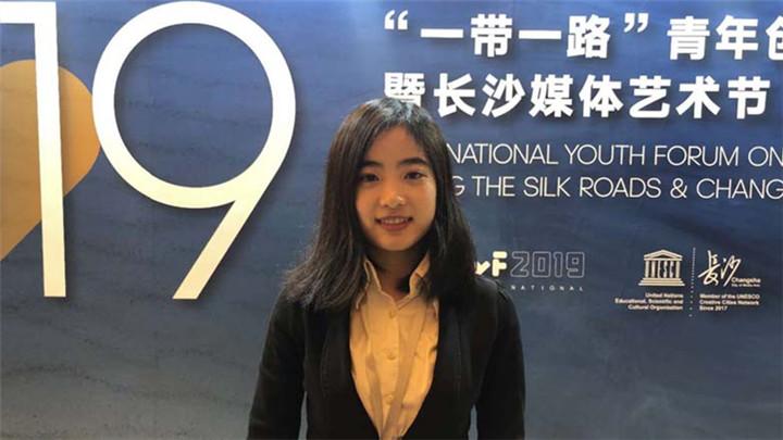 长沙妹子杨馨茹在青年研讨会上作主题演讲