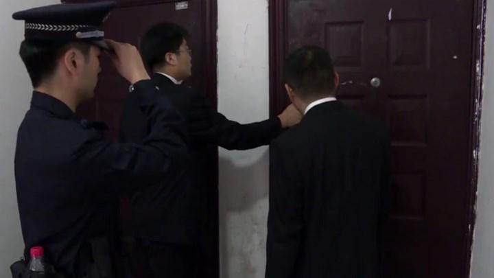 夫妻拖欠房屋贷款22万余元,芙蓉法院今日强制腾房!