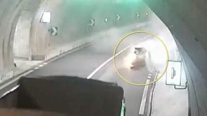 开车34分钟用手机30次!女司机撞隧道壁身亡