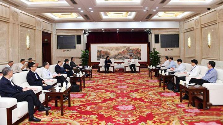胡衡华会见中国工程院院士专家代表
