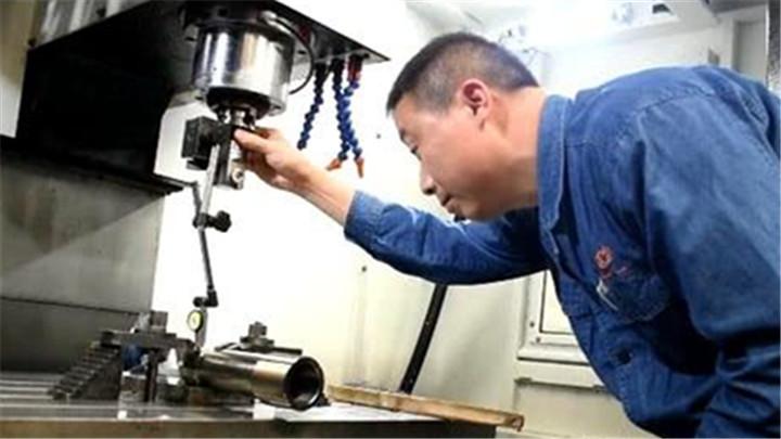 全国劳动模范唐银波:铣加工,他当成了雕刻的艺术