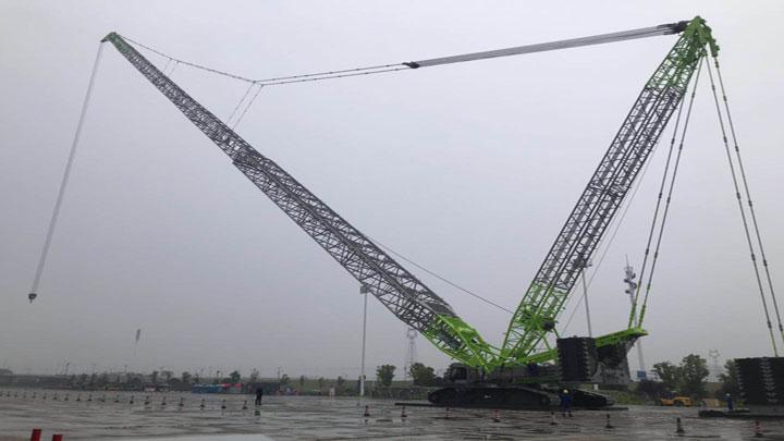 """长沙国际工程机械展布展忙丨中联重科180米高""""机械巨人""""布展完毕"""