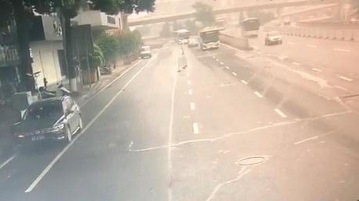 长沙一辆公交车摇摇晃晃,竟是司机涉嫌醉驾! 交警迅速拦截查处
