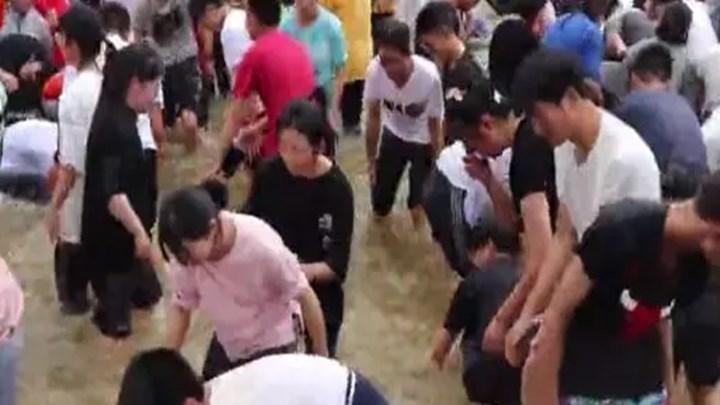 """徒手抓鱼580斤,高三学生开启解压新""""姿势""""!鱼:说好的龙门呢?"""