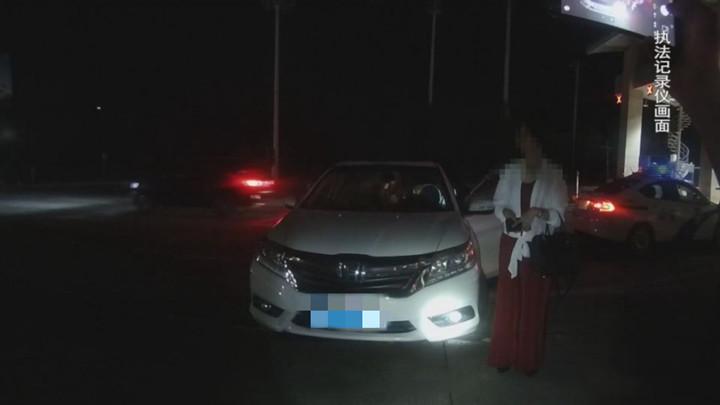 湘西交警逮住一女子酒驾、伪造年检、违章高达117分
