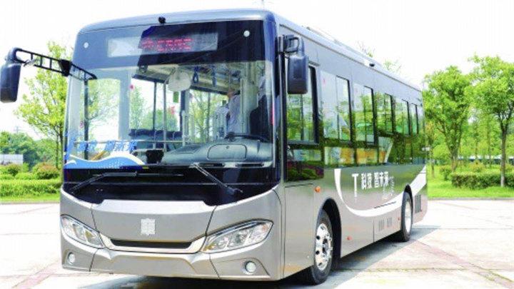 全国首辆5G技术控制的新能源公交车亮相株洲