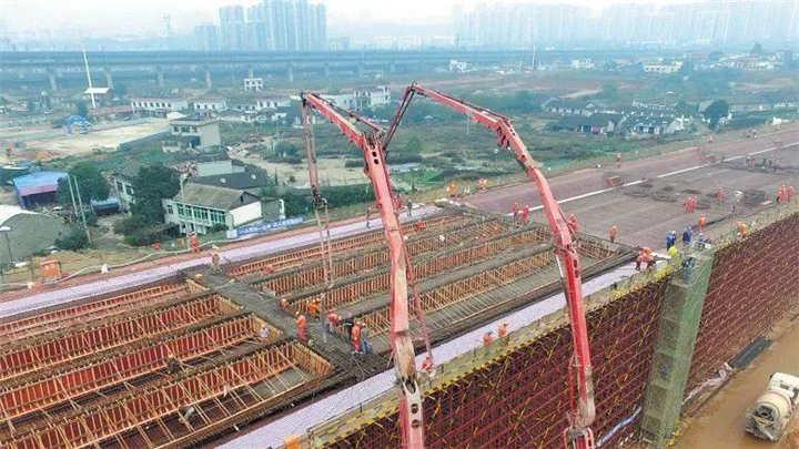 长沙湘府路快改河西段开始路面施工