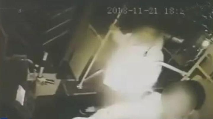 男子坐过站殴打公交司机被判刑!只因一件事,司机也要受罚…