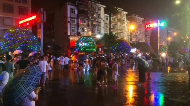 宜宾昨夜今晨连发5.4级4.6级地震!已致19人伤,成都重庆震感明显!