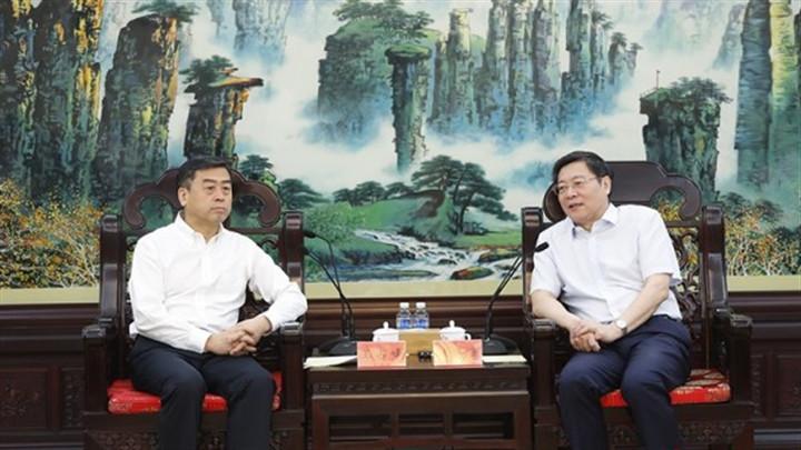 杜家毫与中国华融党委书记、董事长王占峰座谈