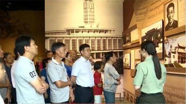 """长沙党史馆开馆首日接待游客超5千人:打""""飞的"""" 坐高铁过来的都有"""
