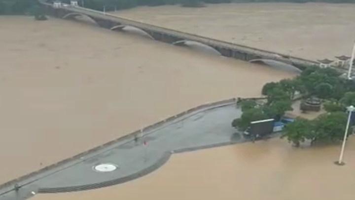 衡东滨江广场实况;吴集镇灾情严重